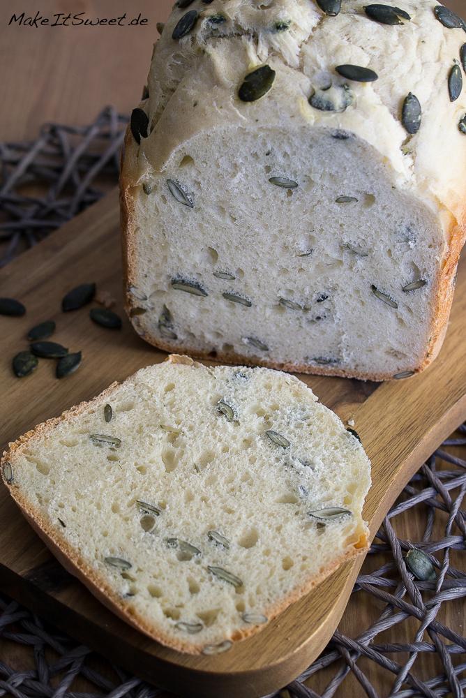 Kuerbiskernbrot Joghurt Brot aus dem Brotbackautomat Rezept BBA einfach vegetarisch