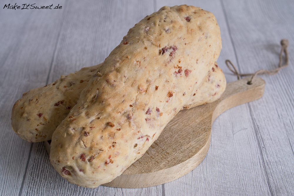 Speck-Zwiebel-Baguette Rezept Grillen Fruehstueck