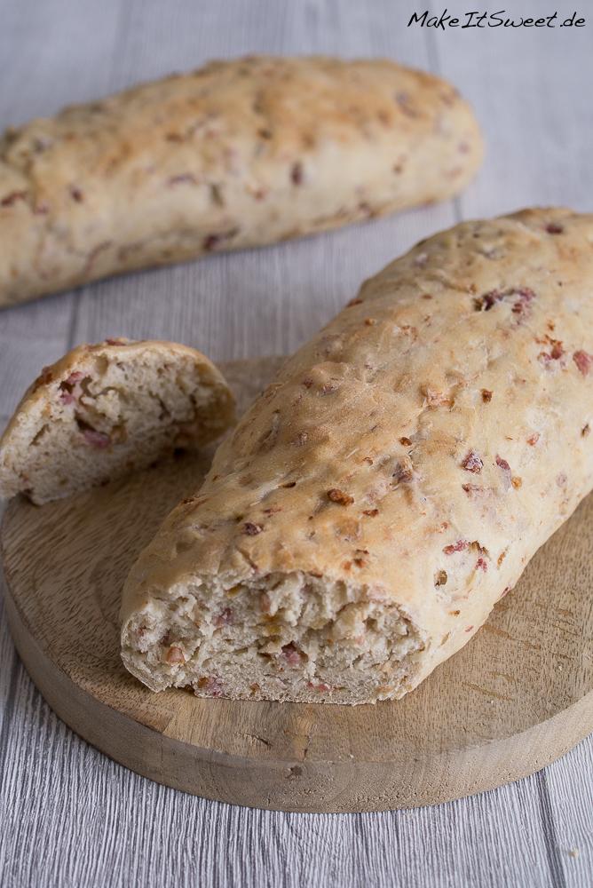 Speck Zwiebeln Brot Rezept Fruehstueck schnell einfach Baguette