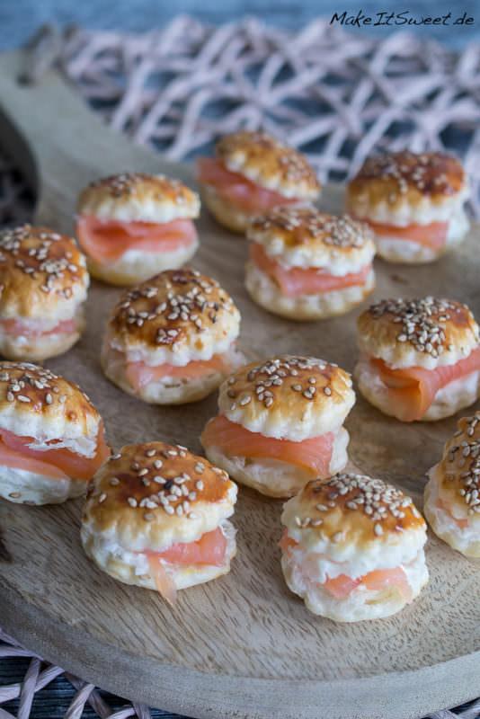 Mini Raeucherlachs Burger Sesam Fingerfood Haeppchen Rezept