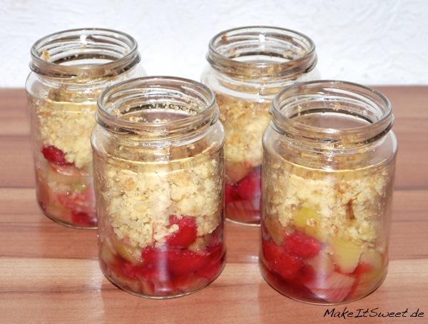 Rharbarber-Himbeere-Crumble-Dessert