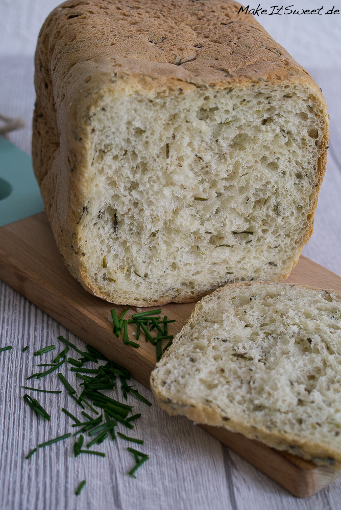 Schnittlauch Sesam Brot aus dem Brotbackautomat BBA Rezept - alternativ auch ohne BBA - vegetarisch einfach schnell