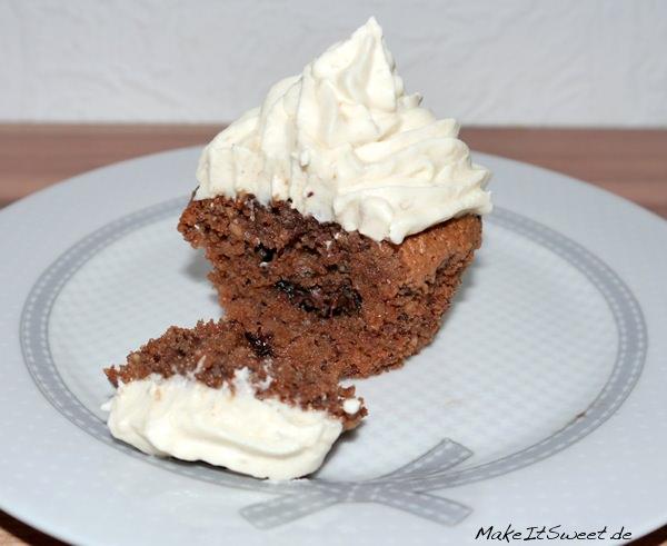 Muffin-mit-Nutella-Füllung-und-Bananen-Topping