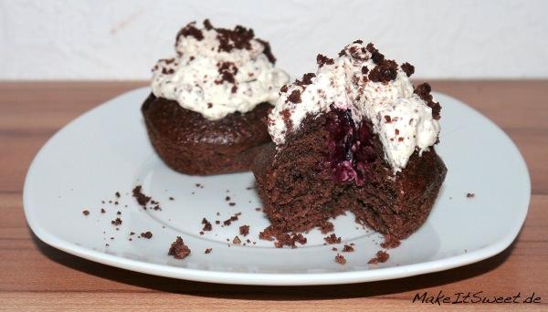 Schoko-Nuss-Muffin-mit-roter-Grütze-Füllung1