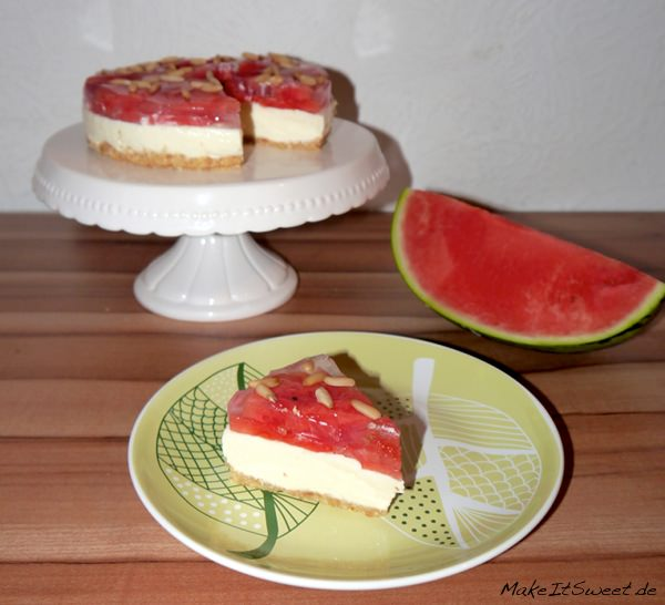 Wassermelone-Frischkäse-Pinienkern-Torte-ohne-Backen-Rezept