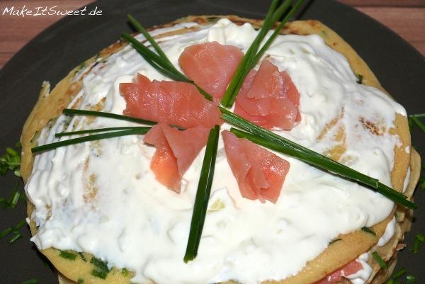 Lachs-Pfannkuchen-Torte Rezept Meerrettichfrischkaese