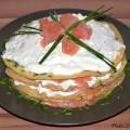 Raeucherlachs Pfannkuchen Torte Rezept mit Schnittlauch und Meerrettich Frischkaese