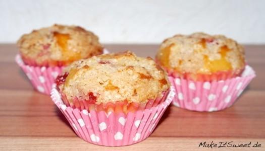 Gefüllte Erdbeere-Rhabarber-Muffins mit Zimtstreuseln Rezept