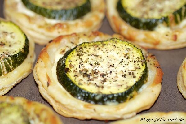 Zucchini-Blätterteig-Häppchen