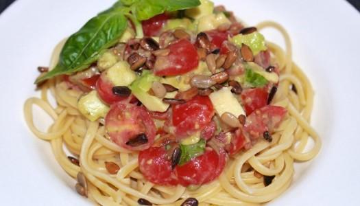Linguine mit Tomaten Avocado und Sonnenblumenkerne Rezept
