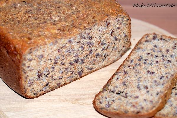 LowCarb Eiweissbrot aus dem Brotbackautomat Rezept einfach