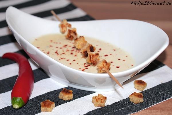 Vorspeise Parmesanschaumsuppe mit Chiliflocken Rezept