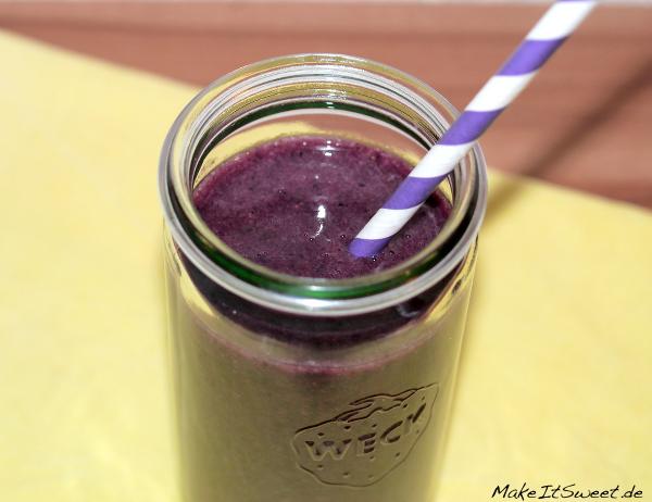 Maqui Smoothie mit Blaubeere und Banane Kokosnuss Rezept