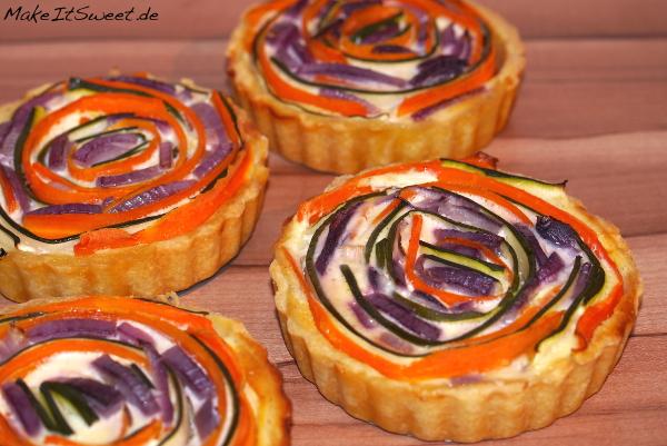 Mini Gemuese Quiche Rezept mit Karotte Zucchini rote Zwiebel