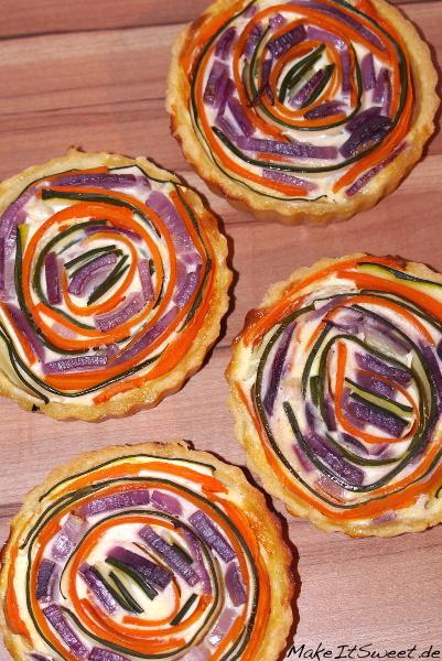 Miniquiche mit Gemuese vegetarisch Rezept einfach Karotte Zucchini rote Zwiebel