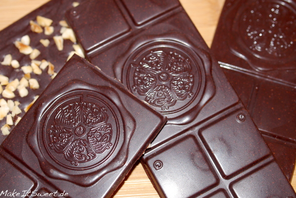Selbstgemachte Schokolade Vegan lactosefrei mit Nuss
