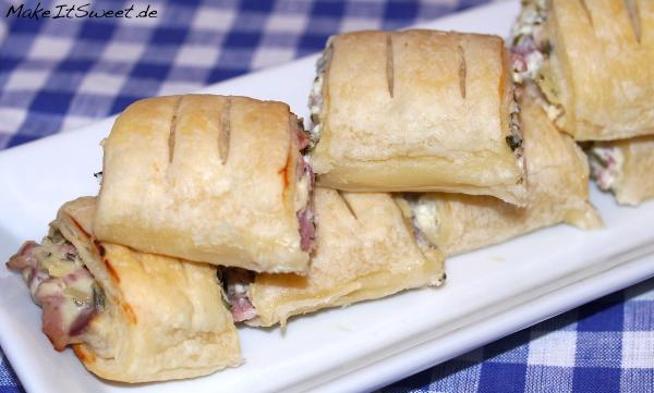 Schinken-Frischkaese-Blaetterteigtaschen mit Petersilie Rezept Fingerfood