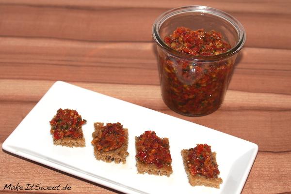Rotes Pesto mit Tomate Petersilie Rezept scharf