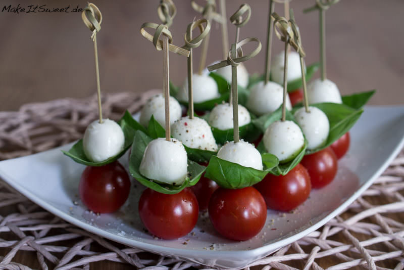 tomate mozzarella fingerfood rezept. Black Bedroom Furniture Sets. Home Design Ideas