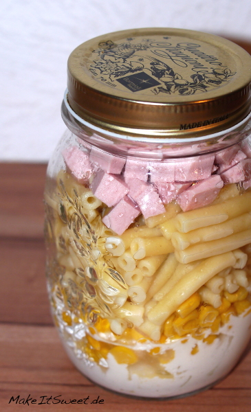 Salat im Glas mit Nudeln Schinken Wurst Mais Rezept Woche