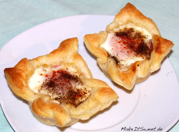 Schnelles Fruehstueck Eier gebacken Schinken Rezept