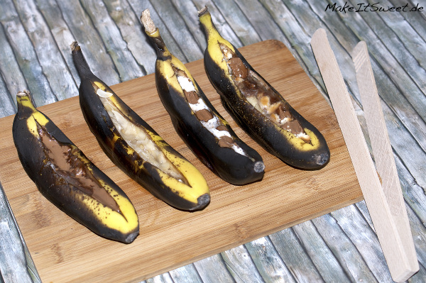 Dessert vom Grill Banane Schokolade Kekse Mandeln Honig Marshmallows Rezept