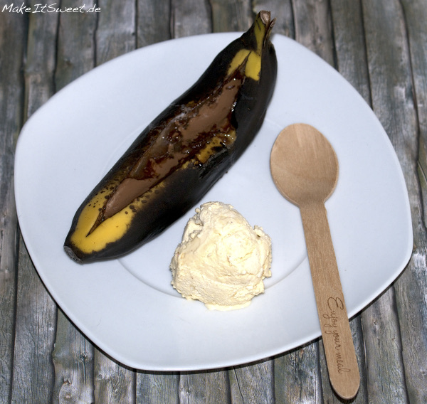 Gegrillte Banane einfach Rezept Nachtisch Eis warm