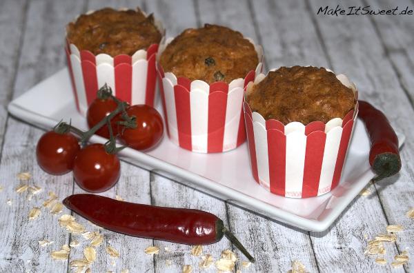 Herzhafte Muffins mit Chili Hafer getrockneter Tomate Olive Mozzarella Haferflocken Rezept