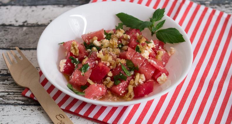 Wassermelonensalat mit Feta Minze und Walnuss