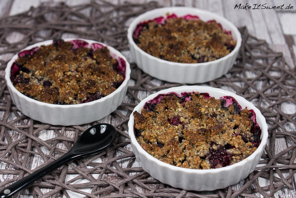 beeren crumble rezept dessert vegan ohne zucker ohne mehl gesund einfach schnell. Black Bedroom Furniture Sets. Home Design Ideas
