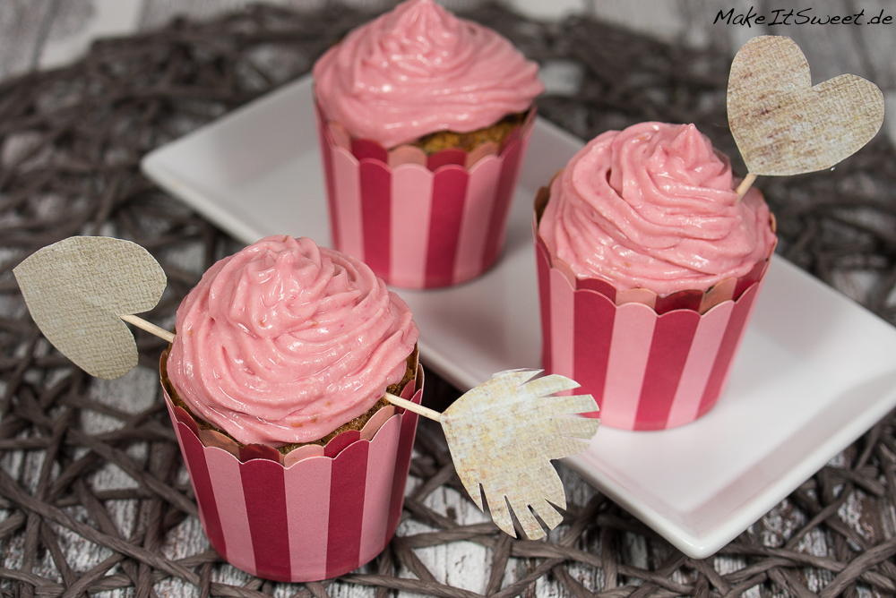 himbeere muffins mit himbeeren topping. Black Bedroom Furniture Sets. Home Design Ideas