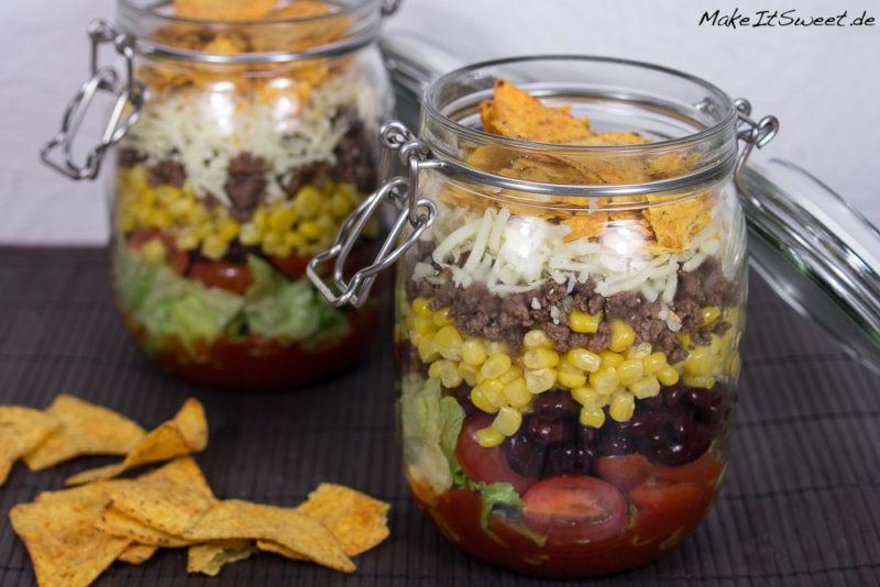 Nacho Salat im Glas Rezept Tacos einfach zubereiten Bohnen Mais mexikanisch