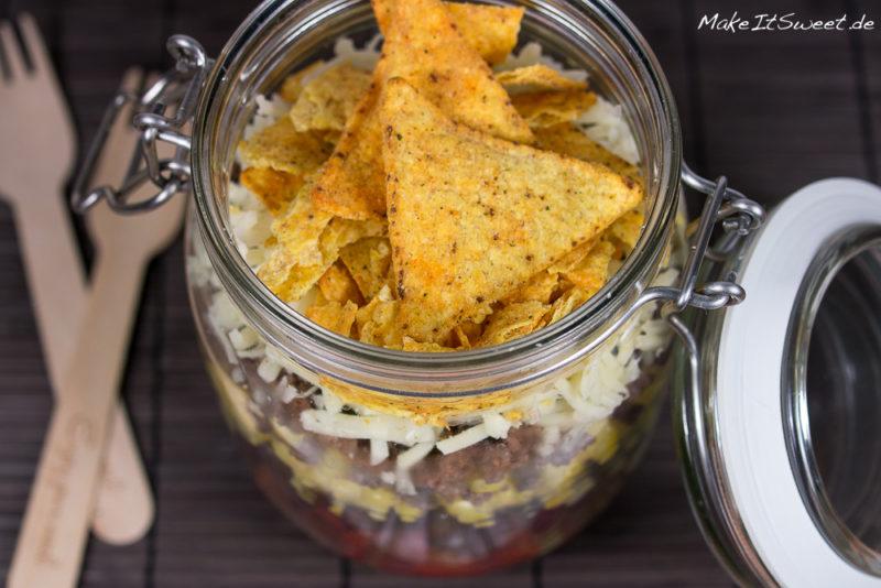 Nachosalat Tacosalat Hackfleischsalat Kaese Mais Bohnen im Glas Rezept mitnehmen zubereiten Mittag