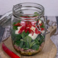 Thunfisch-Mozzarella-Salat im Glas Rezept Feldsalat einfach Chili