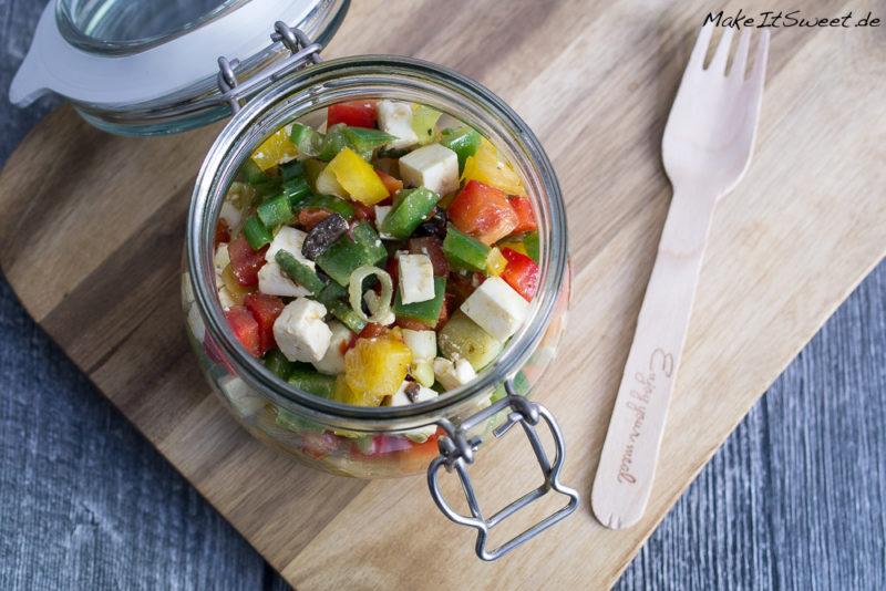 Paprika Feta Oliven Salat im Glas Rezept vegetarisch mitnehmen vorbereiten
