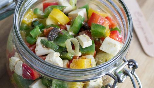 Griechischer Paprika-Feta-Oliven-Salat im Glas Rezept