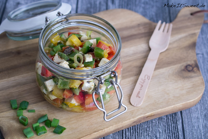 Paprikasalat mit Feta Oliven im Glas Rezept vegetarisch mitnehmen togo