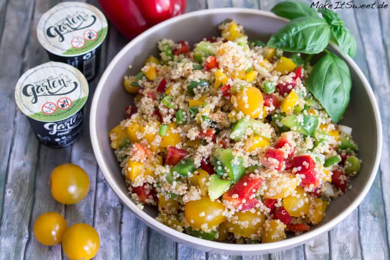real mein kleiner bio garten quiona gemuese salat mit paprika tomate bailikum petersilie lauchzwieben sommer rezept Sommerzeit ist Balkonzeit meinkleinergarten