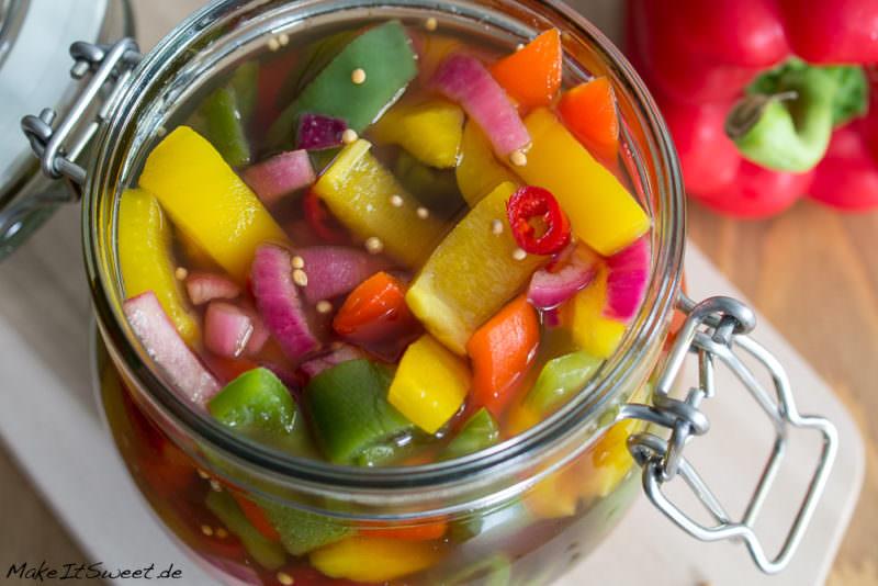 eingelegte bunte paprika rezept zwiebel chili einmachen