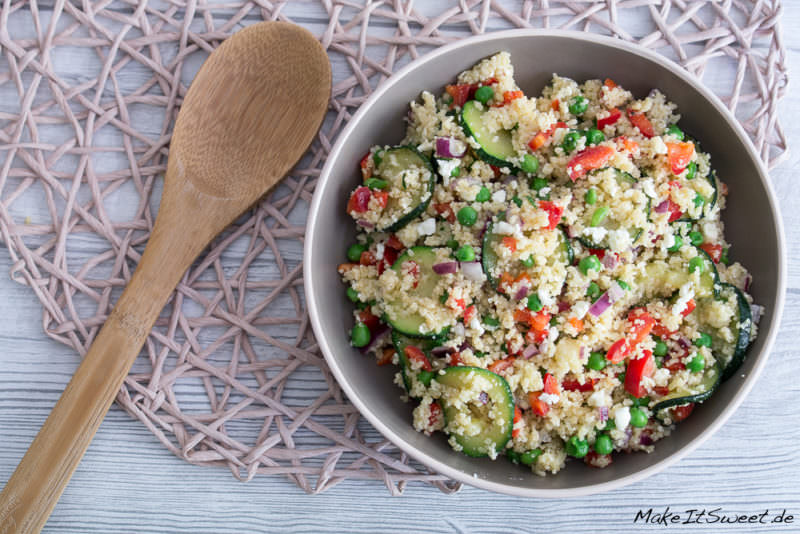 couscous salat mit zucchini feta paprika und erbsen rezept. Black Bedroom Furniture Sets. Home Design Ideas