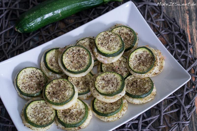 Zucchini Haeppchen Blaetterteig Creme Fraiche und Zwiebeln Fingerfood Rezept vegetarisch