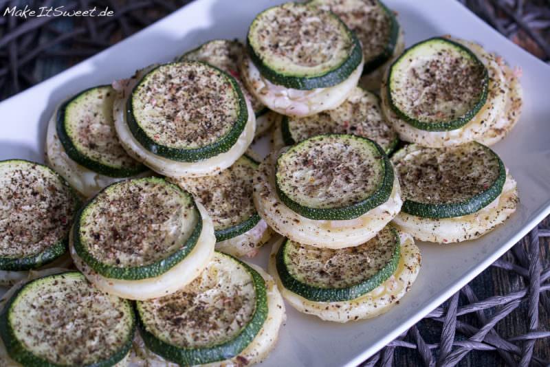 Zucchini Haeppchen Creme Fraiche Zwiebeln Fingerfood Rezept schnell und einfach