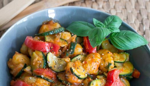 Lauwarmer Gnocchi-Zucchini-Paprika Salat Rezept